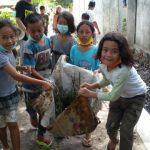 Mengajarkan anak-anak mencintai lingkungan yang bersih